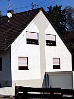 Stuckateur Pfitzenmaier - Fassadensanierung - Farbzgestaltung 2 nachher Detailansicht